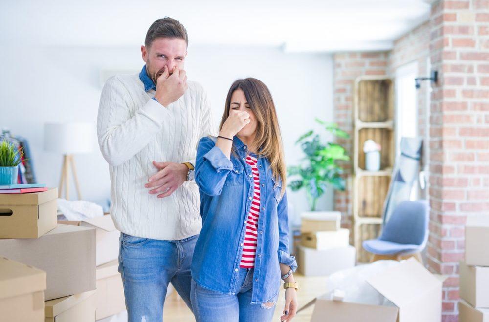 nieprzyjemny zapach w mieszkaniu